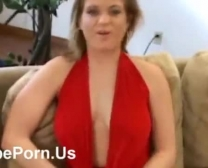 Une grosse traînée se masturbe