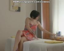 Asian Hotty Bekommt In Rubdown Pfund