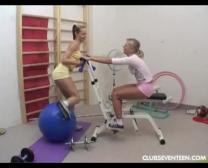 Teenage Lesbos Fucktoy Pussies Im Turnhalle
