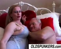 Super-Fucking-Hot Ash-Blonde Dame Saugen Und Schlucken Auf Öffentlichen Bus