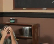o estudante ultra-fofo consola sua professora