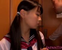 Schoolmeisje Airi Sato Geploegd Door Oudere Mannelijke