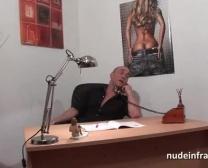 Super-Rectal Impertinente Rígida Ash-Blonde Cutucou Enquanto Recebendo Seus Raspada Cunt Em Uma Sauna