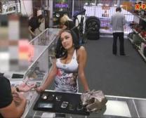 Yam Wielkości Melona Latina Sprzedaje Swoje Rzeczy I Boinked W Lombardzie