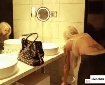 Duitse Porno-Industrie Starlet Nina Elle Het Doen Van Een Kleine Rol Speelde Flick
