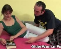 Madre Toma Un Flujo De Esperma En Sus Mandíbulas