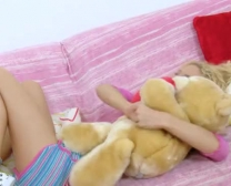 X-Videos Spezial Diminutive Buttfuck Teenie Dame Alina